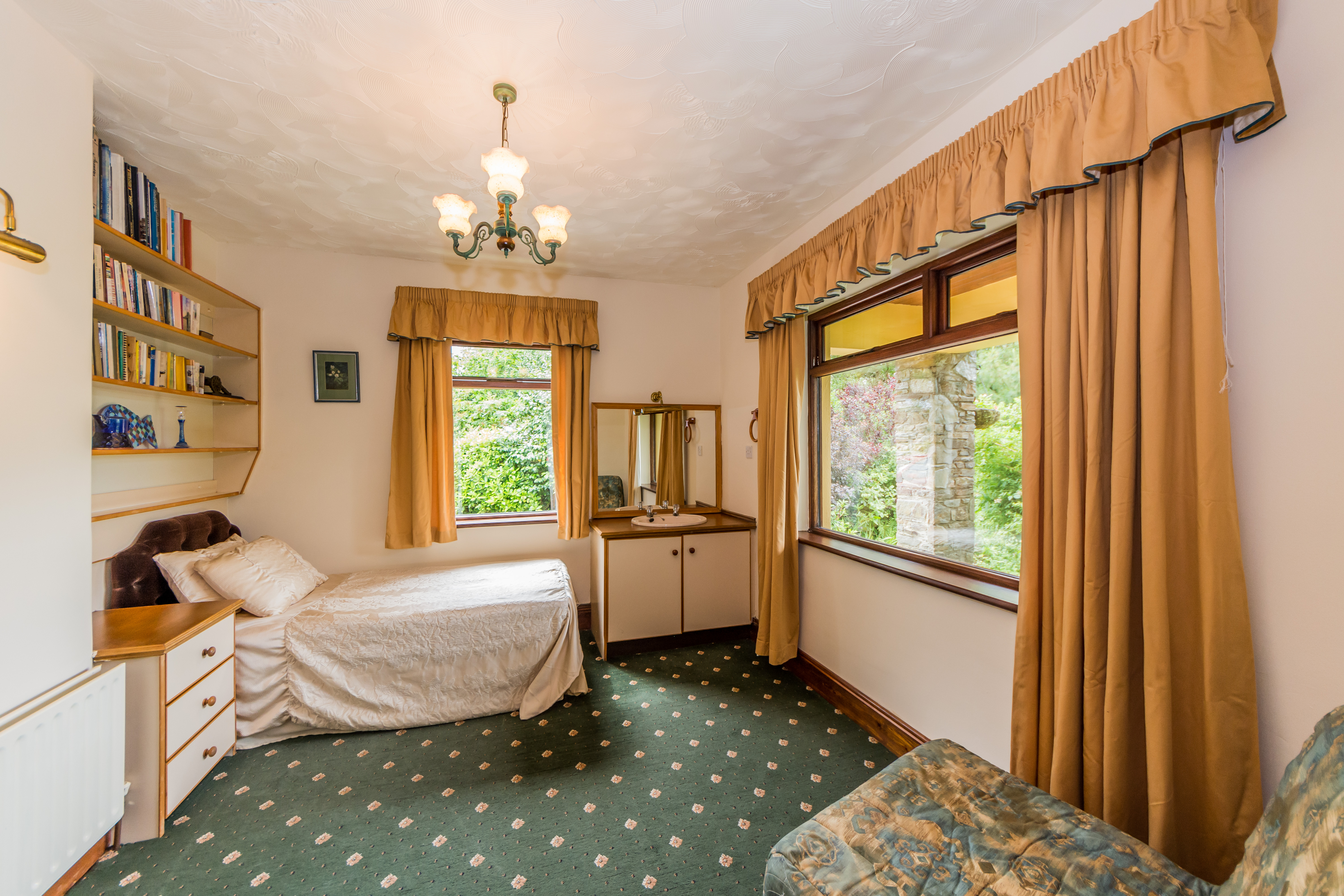 Main Photo of a 4 bedroom  Bungalow for sale