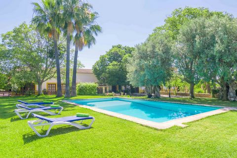 This charming estate in Son Ferriol offers a nice double room and is just perfect for holidays in the countryside. With a shared pool, it offers accommodation to 2 guests. Surrounded by a well-kept garden and trees sets the 10 x 5 meter sized shared ...