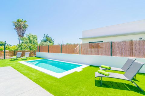 This recently built house with private pool in Playas de Muro joyfully welcomes 6 guests. The lovely white sandy beach of Playa de Muro is waiting for you only 5 minutes walk away. Here, you will enjoy never-ending days amid the crystalline water and...