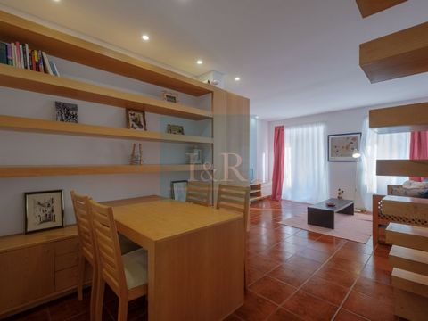 Charming duplex 1-bedroom apartment, located in the neighbourhood of Estrela, in Lisbon. It has a kitchen, a generously sized living room, with space for a dining area and built-in cabinets. The bedroom is on the top floor in the attic which was reno...