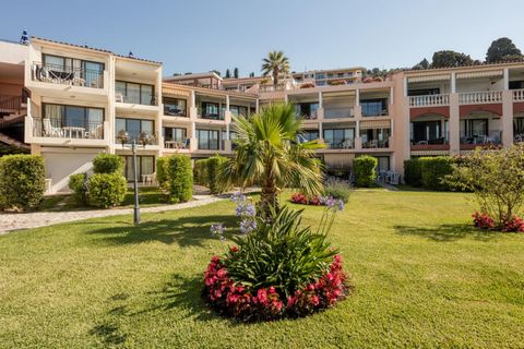 YOUR RESIDENCE L'ANGE GARDIEN Three hundred metres from the beach which is accessible on foot, without having to cross a road, L'Ange Gardien residence is ranged in terraces overlooking the bay of Villefranche-sur-Mer, framed by palm trees and flower...