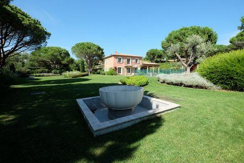 Très belle propriété neuve de style bastide de 250 m2 hb au cur d'un jardin paysager et arboré d'environ 4.500m2, à quelques minutes du centre de Sain