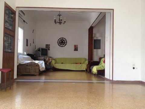 Beautiful apartment, corner, in a 4-storey anti-seismic apartment building, 100 sqm, 2nd floor, built in 1969, renovated in 1984, bright, with huge hall, kitchen with solid wood, 2 bedrooms, bathroom and balconies. It features new aluminum frames wit...