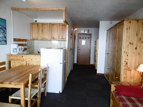 The residence Les Glaciers is situated on the higher part of Val Thorens, in the district of Peclet. It is with close proximity to the shopping centre. The pistes are accessible and are only 100m from the residence, the ski school is 200m away and th...