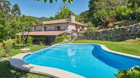 A traditional Galician type stone house situated in a very relaxing environment surrounded by nature, walking distance to a small river stream and in a tranquil setting. The property features almost a hector of land that is complete private. The firs...