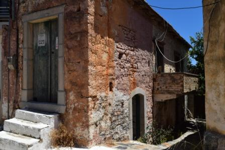 Pano Elounda Old house for renovation in Pano Elounda. The property is 70m2 on two floors and is located on a plot of 50m2. It consists of 2 rooms. The water and electricity are nearby and has street parking. Lastly, it has views to the village.