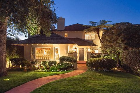 Located in the coveted area of La Jolla Village, this beautiful residence features a tailored gourmet kitchen, rich hardwood floors, generous master suite with adjoining office, and master spa bath. Also featured is a full bed and bath downstairs, au...