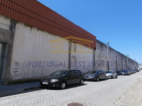 Set of warehouses, located in Valadares, with a total area of 3,193 m², of which 2,000 m² of covered area. The property consists of warehouses of 11 ridges, large, with two independent entrances and rear patio. Ideal for a high-profitinvestment in th...