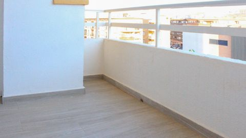 Spacious apartment for sale in the area of the courts in a building with elevator. This bright house has been completely renovated and has an area of 103m2 very well distributed in 3 bedrooms, 1 bathroom, living room, kitchen with laundry and terrace...