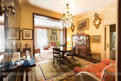 Magnificent apartment in Almagro with high ceilings and commercial license. It consists of 399 meters with 2 storage rooms, one in the attic and the other of 20 meters in the basement that could be incorporated into the house. For total reform. It co...