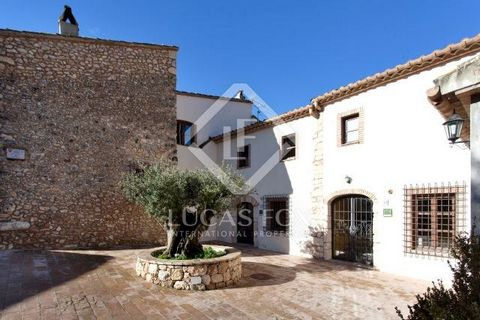 This fantastic property close to Sitges comprises 4 old houses offered in impeccable condition having been fully renovated a couple of years ago. The property boasts a saltwater swimming pool and a large parking area. The current owners have a succes...