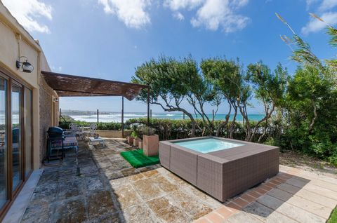 Welcome to this wonderful, cosy and modern house for 4 people located on the seafront in Colonia de Sant Pere. The spectacular views to the sea which just is in front of the house, together with the beautiful mountain landscape at the end become the ...