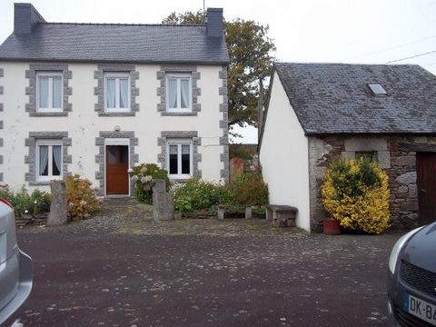 Located in a little hamlet, not too far from a village, this property offers a previous farm house which is habitable but needs to be upgraded, a longere in need of renovation, a pretty little stone house to renovate, a stone garden shed, a well and ...