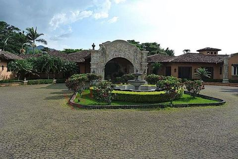 Detached One-Level House with Large Garden in Rio Oro de Santa Ana. A single level.2 living rooms, bar, dining room, office, ½ guest toilet, large terrace, large garden, kitchen with dining room, laundry room, 2 maids bedrooms with 1 full bathroom, s...