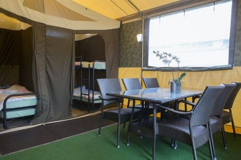 A new style of camping! This tent offers all the charms of camping, except for the trip to the shared sanitary building. You have your own kitchen and bathroom. This glamping tent is also equipped with electric heating and WiFi, so you will lack abso...
