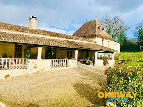 Former post office from the 18th century established on 38 hectares half wood and meadow with 2 fish ponds, including black-bass and pike ... 2 outbuildings, and a superb barn of 200m² on the ground facing the main pond, it can be transformed in gite...