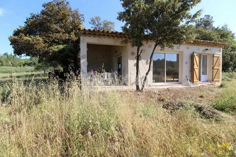 Ref 3468LC - Flayosc For country lovers that desire to be surrounded by olive trees, with no close neighbours, this stone farmhouse is perfect for you. Warm and welcoming, well restored, it includs a large living room, a fitted and equipped kitchen, ...