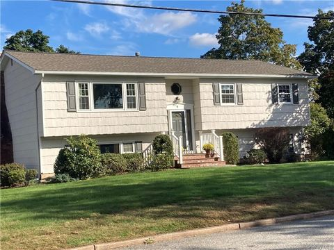 Welcome home to this bright and sunny totally updated 4 bedroom 2.5 updated baths located in New City offering Award winning Clarkstown School district along with Laurel Plains Elementary. Large eat-in tiled kitchen, large living room and the formal ...