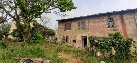 5 minutes from GAILLAC with breathtaking views of the vineyards and the Gaillac countryside, come and discover this beautiful house dating from the 18th century with 230 m² of living space completely to renovate. Comprising 2 beautiful living rooms o...