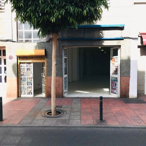 CANTERAS-GUANARTEME. Great commercial local in the heart of quarrying area on the main street of Fernando Guanarteme, right next to Plazoleta Farray. Distributed of 220 m2 built (204 m2 useful) totally diaphanous with many possibilities of adaptation...