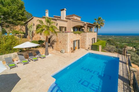 Amidst the mountains and with amazing views to the village of s'Horta and the sea, this lovely house for 8 people with private pool welcomes you. The exterior area of this house is extraordinary. Just in front of the beautiful stone building you have...
