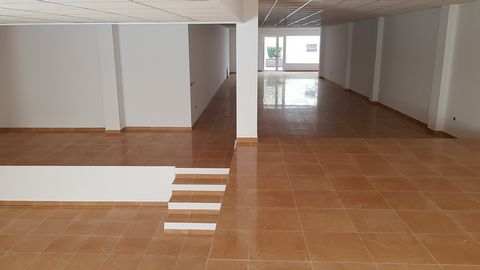 COMMERCIAL PROPERTY for rent in central Vera Calle Mayor 17, Vera (Almeria): Commercial premises for rent in the center of Vera, opposite the town hall and close to shops, banks, notaries, public transport, schools and access roads. The commercial pr...