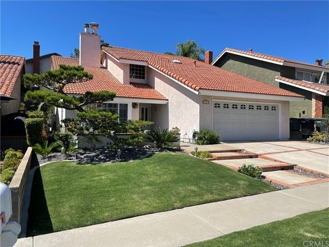 Take advantage of this opportunity to own this beautifully remodeled home in the prestigious Park West Estate Community of Lake Forest. This extraordinary 2,444 sq ft home features plenty of natural light, emphasized by the two-story ceilings of its ...