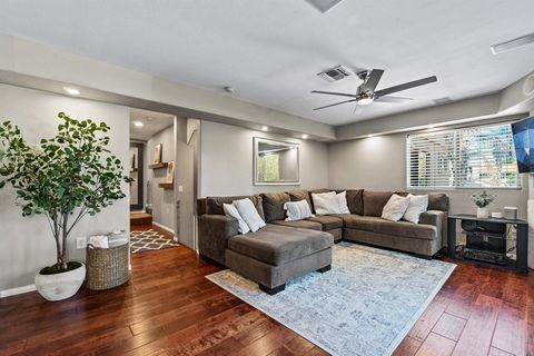 Spacious, turnkey 2BR/2BA townhome west of Ingraham St. in a 4-unit complex just blocks from the beach, bay and local restaurants. Entry foyer on the first floor with large laundry room, storage, and direct access to oversize 1-car garage. Second flo...