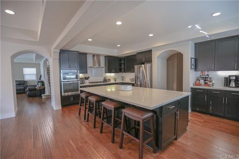 This gorgeous 5 bedroom and 4.5 bathrooms, is completely ready to move in. The home is located on a cul-de-sac and includes plenty of parking, with a large parking drive way, within a beautiful community. This great home has plenty of large living sp...