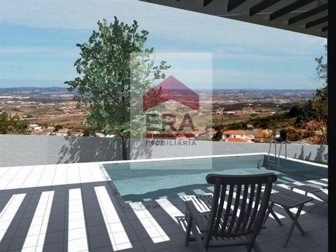 Plot of 3,200 m2 in building area V level, possibility of building up to 3 dwellings. Panoramic views of the Serra de Montejunto. #ref:130190017