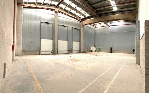 Logistic Warehouse for sale in Fontanar, with 24,101 ft2 and Loading Dock.