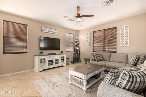 Location, Location, Location! Walking distance to Downtown Gilbert! Low maintenance backyard w/pergola & artificial grass area is the perfect place to kick back and relax*Cozy front porch*2 Car garage! Oversized kitchen features granite counters, til...