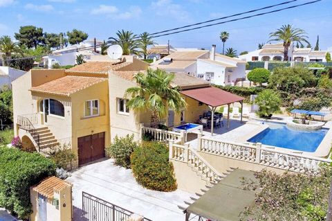The fantastic family sized villa, situated in the area of Toscal a quiet residential area is just a short walk to the Arenal beach and amenities.This property offers a fully fitted modern kitchen with access to the covered terrace, pool and gardens. ...