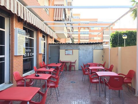 Resurface for sale for retirement, with 75 meters of premises and 57 meters of terrace, 3 meters of window glass. It has 10 meters of bar, being 8 meters arranged in the longest bar. Storage for storage on terrace and small room in living room for st...