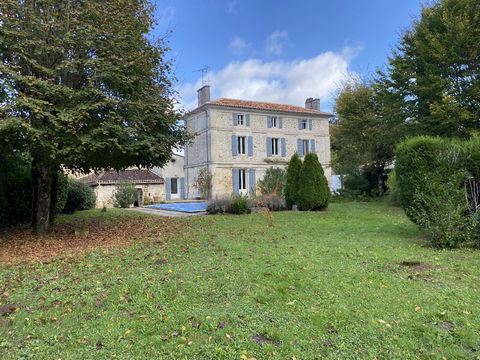 Half an hour from the TGV station, an authentic Charentaise house from 1830 combining old times and modern comfort in an intimate setting full of greenery. This building clearly shows its allure and charm in the middle of 5 charming dwellings in the ...