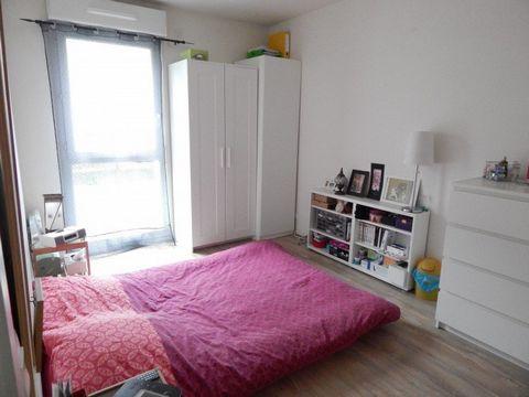 Appartement 2 pièces de 45m² au 1er étage d\'un immeuble récent dans une résidence standing et sécurisée proche de la gare, du centre commercial de Sa