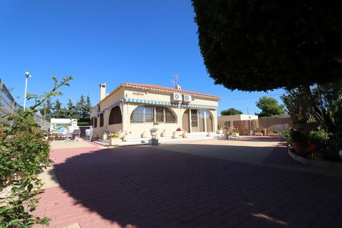 This South Facing, Four Bedroom Country Property in Crevillente is located amongst the ever lasting country, within 20 minutes walk to the nearest amenities or a few minutes drive to the town centre, home of everything you could need, bars, restauran...