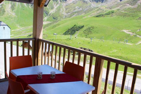 La résidence Tourmalet***, orientée plein sud, se trouve dans la station de ski de La Mongie, à 500m du centre et de la gare de départ du téléphérique pour l'observatoire du Pic du Midi. Elle est composée de 3 petits bâtiments à l'architecture pyréné...