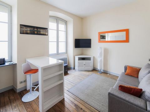 Beautiful furnished studio has a bedroom, a flat-screen cable TV, a kitchen with a dishwasher and a microwave, a washing machine, and a bathroom with a shower. Less than 1 km from Sainte-Chapelle, 3.4 km from the Tuileries Gardens and 1.8 km from the...