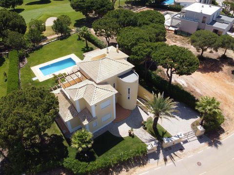 Located in Vilamoura. 4 bedroom villa right on the Golf set in the most exclusive and recent area of Vila Sol. All the rooms are wide and bright with a beautiful outside area. Fully fitted and equipped kitchen which extends to a beautiful patio where...