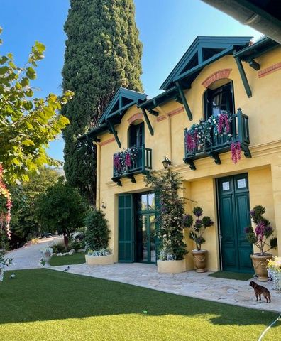 For lovers of charm, quality services and materials, we offer this house for sale, located in the heart of Cannes, in a quiet privileged area. 10 minutes walk from Rue d'Antibes and the beaches. This charming bourgeois property offer 137 m2, built on...