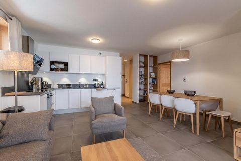 La résidence L'Ecrin se trouve à Arc 1800, en plein coeur du quartier des Villards. Cette jolie résidence dispose d'un ascenseur. Vous serez idéalement situés à 100 mètres des pistes de ski et des remontées mécaniques. Vous serez à proximité des comm...