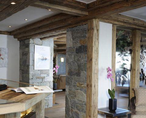 La résidence CGH l'Orée des Neiges à Vallandry est située skis aux pieds en plein cœur du domaine de Paradiski. Cette réalisation est composée de 2 chalets collectifs indépendants de seulement 25 appartements et de 2 chalets individuels afin de vous ...