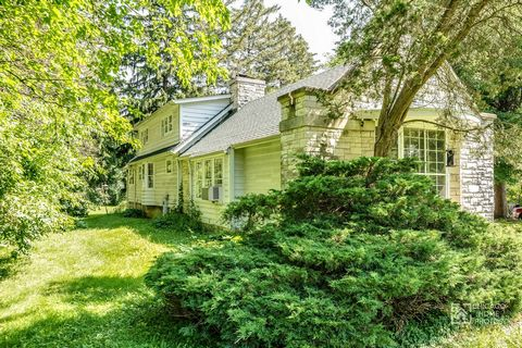 RARE 6.88 acres of prime wooded NE Naperville land. Ideal for development. 8 blocks to train station, 12 blocks to downtown Naperville. Oaks, maples, pines, walnuts, etc. Adjacent to Seager Park and it's Interpretive Center. Two older houses presentl...