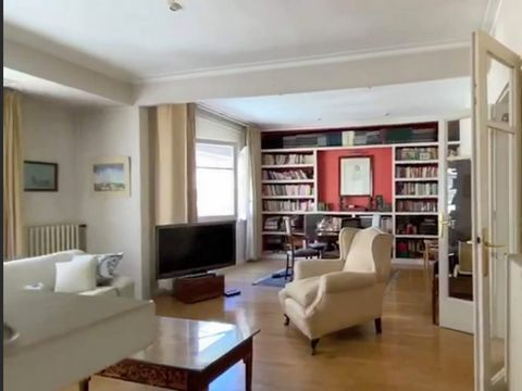 Cossy apartment in one of the best residential areas of Barcelona (bonanova). easy access to all services with most of the reputed private schools, green areas around. All transport facilities and only 20 minutes to the Plaza Catalunya by subway. HQ ...