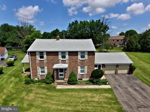 Single Family Brick Home in Whitemarsh Township on .65 acres. No lack of space inside or out. This home is in the desirable Colonial School District and just minutes from shopping including the Metroplex, Plymouth Meeting Mall, Ikea, Downtown Conshoh...