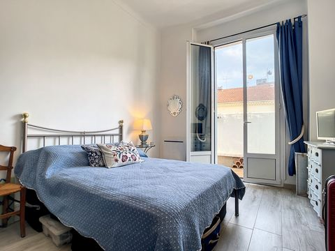 Magnificent fully renovated 2-room apartment of 48m2, located near Place du Commandant Maria in Cannes, in the heart of the city. In a house divided into 3 apartments, this south-facing property is composed of: An entrance, a fitted and equipped inde...