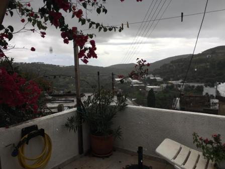 Agios Stefanos House on two floors of 60m2 in Agios Stefanos. The house is located on a pot of 50m2. On the top floor there is a bedroom and on the bottom from there is an open plan living area with kitchen and a bathroom. The house is furnished ad h...