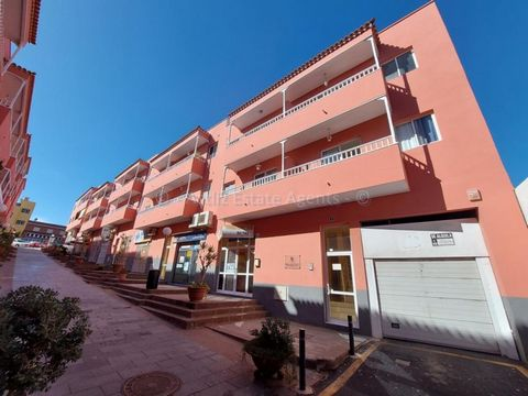 This is a very large, empty shop unit, or local as they are called in Tenerife. It is situated in the busy residential town of San Isidro which is only a short drive from the TF1 motorway and the south airport. The unit is made up of 100 square meter...