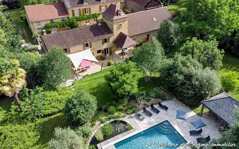 VIRTUAL TOUR AVAILABLE. If there are places that bring healing and serenity, this is undoubtedly one of them. A stone's throw from the old town of Sarlat, nestled in the heart of a natural and preserved 4 hectare park with pond and spring, this histo...